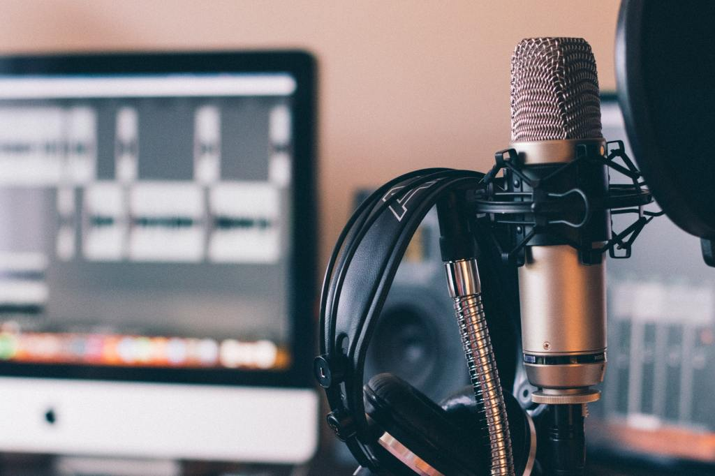microphone and computer for podcasting
